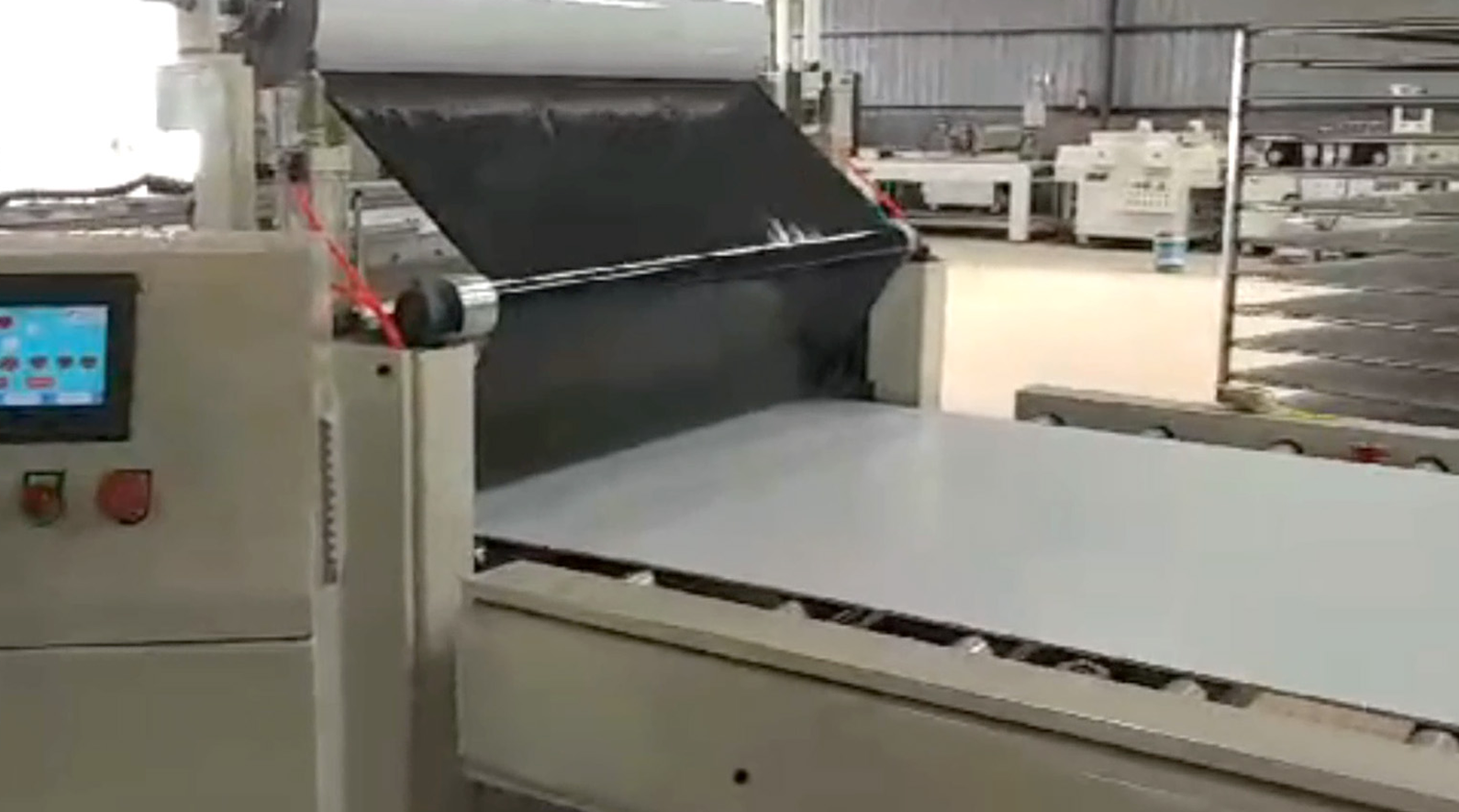 Automatic laminating and cutting production lin...