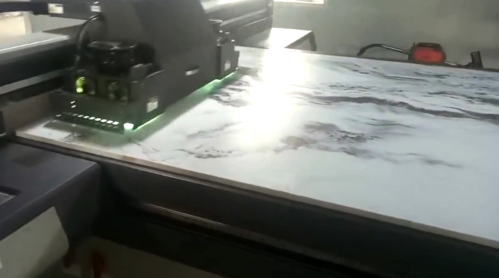 Automatic high glossy UV coating line after dig...