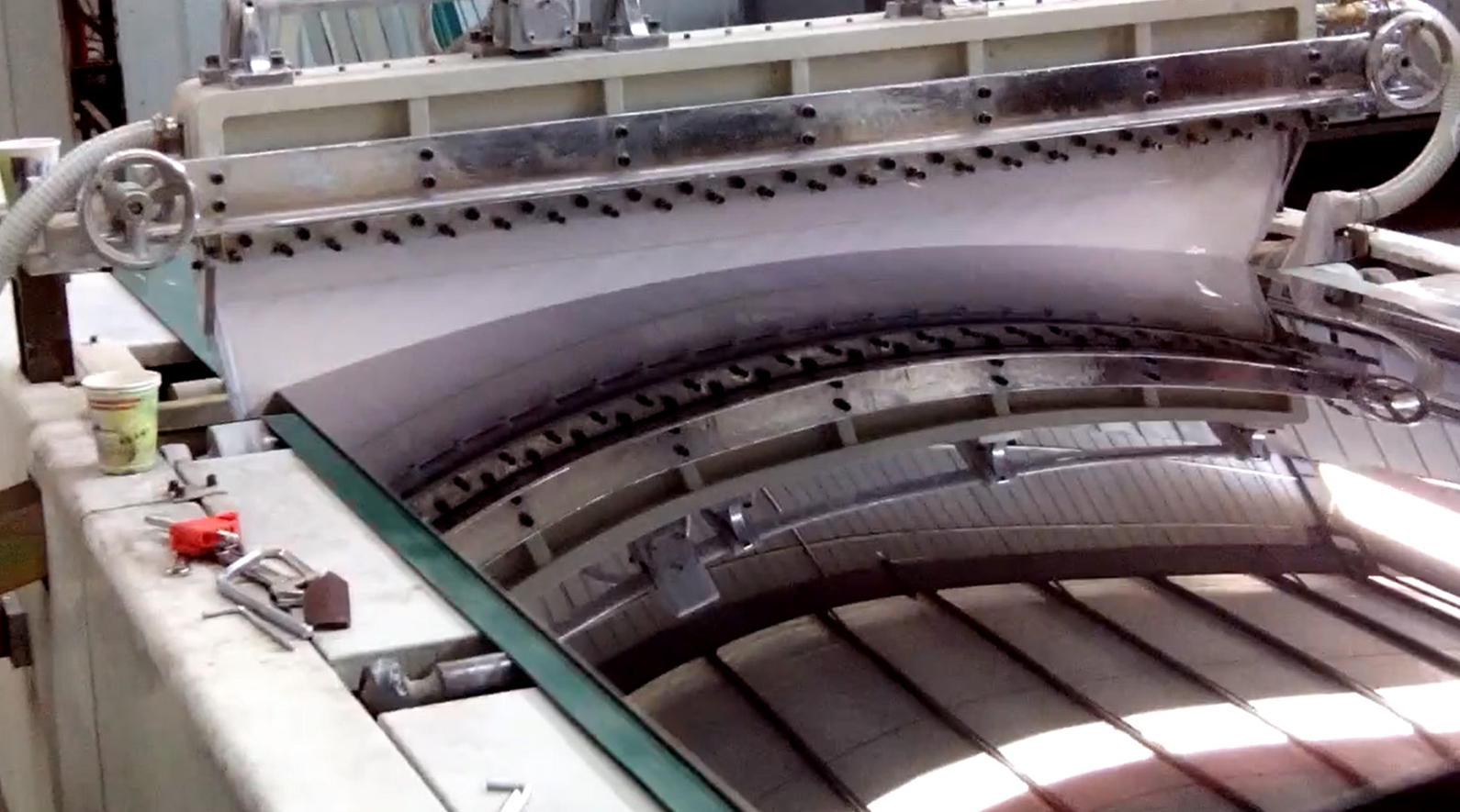 Automatic curtain coating glass