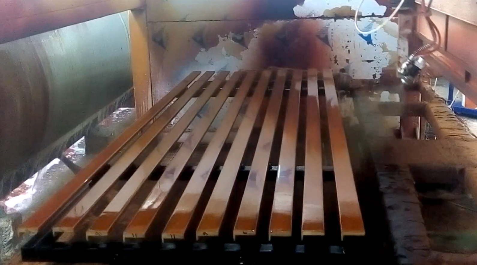Automatic five-axis spraying painting of door f...