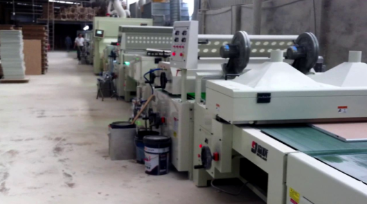 Automatic UV primer roller coating line and spr...