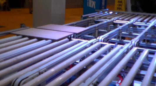 Automatic furniture board turning conveyor