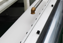 Single roller coating structure