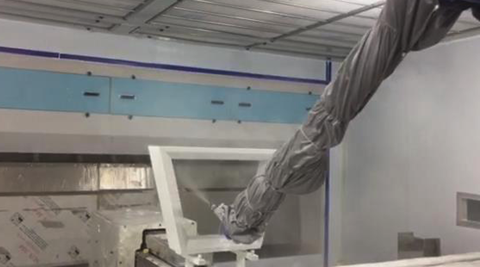 Automatic robot spraying painting line for shap...